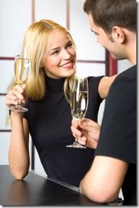 Homme et femme entrain de flirter